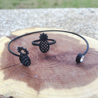 Black pineapple bracelet and ring set