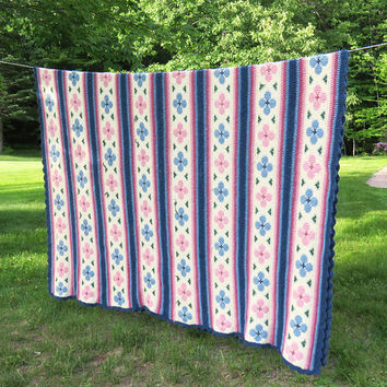 Large vintage crochet blanket bed cover afghan covelet in blue pink rose green and off-white with floral design 110 x 79 in