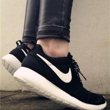 Nike Roshe Run Black/White Trending Casual Sports Shoes One-nice™