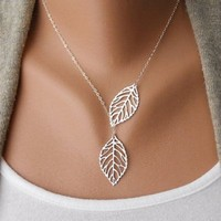 Lowpricenice Double Leaf Pendant, Alloy Choker Necklace, Silver