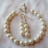 White Pearl Bracelet & Earring Set by TheBlueEyedBeader on Etsy