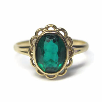 Dainty Vintage 10K Yellow Gold Oval Green Glass Ring Size 5.75