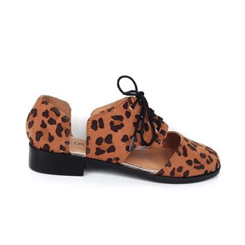 Cut-Out Lace Up Round Toe Oxford Flat In Leopard | Thirteen Vintage