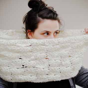 Chunky Lace Scalloped Crochet Infinity Cowl in Cream by LumiStyle