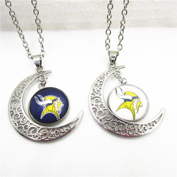 New Arrive 10pcs Moon Minnesota Vikings Necklace Pendant Jewelry With Chains Necklace DIY Jewelry Football Sports Charms