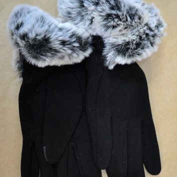 Winter Wonder FAUX fUR trim Gloves