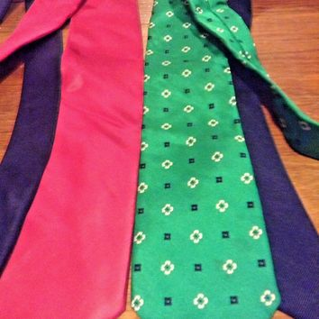 Tommy Hilfigure Neck Ties Lot Of Two 100% Silk Green Blue, Pink Blue preppy