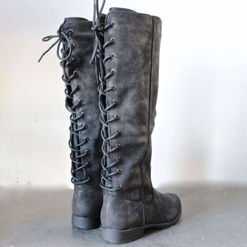 laced up weathered riding boots - black Day-First™