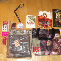 TAYLOR SWIFT The RED TOUR Ultimate Experience VIP CONCERT GIFT BAG MERCHANDISE