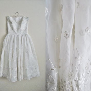 Eyelet Love - Vintage 50s Eyelet Lace Tulle Vintage Wedding Dress