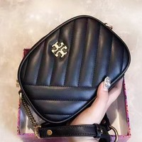 TORY BURCH casual retro lady shopping bag is a hit with single-shoulder bag solid color Black