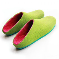 Wool Slippers Green Pink for Her, Felt Clogs, Rubber Soles, Colour Blocking, Minimalist Shoes, Holiday Gifts, Womens Travel Shoes, For Her