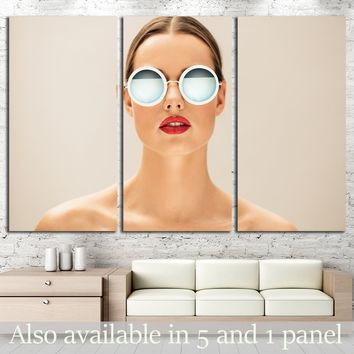 Close up portrait of pretty young woman with glasses against beige background   №2758