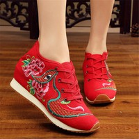 New Design 2018 Spring Chinese Women Embroidery Shoes Casual Canvas Embroidery Eyes Zapatos Female Shoes Students Increased Flat