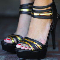 Walking On Air Heels: Black/Gold