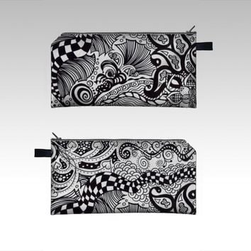 Zentangle Design 1 by Leslie Cassinelli (Pencil case)