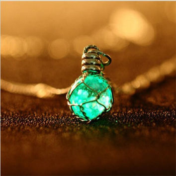 Fashion Green Blue Creative Luminous Crystal Ball Chic Glow In The Dark charming Necklace fine jewelry 2 color New