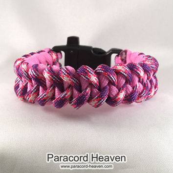 Willy Wonka Candy Factory - Shark Teeth Paracord Bracelet with emergency Whistle