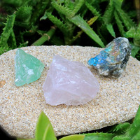 Healing Stone Kit // Labradorite, Green Calcite, Rose Quartz Rough Stone Set of 3 // Wiccan Altar Supplies // Raw Stone Specimens