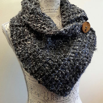 Crochet black and midnight blue button scarf. Katniss Inspired cowl. scarf Chunky. Made by Bead Gs on ETSY. Wood Button. Winter Scarf.