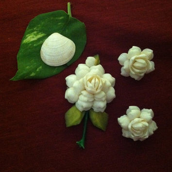 Shell Brooch and Earrings Vintage Handmade White Shell Flower Pin and Clip On Earrings Set Small Seashells Brooch and Earrings Shell Jewelry