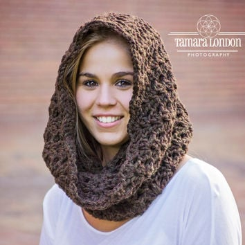 Chunky crochet cowl with coconut bottons, crochet scarf, crochet cowl, button cowl