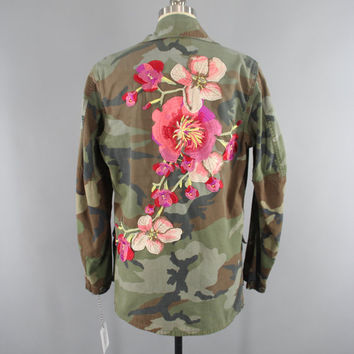 Vintage US Marines Embroidered Camouflage Jacket / Military Camo Coat / Pink & Peach Floral Embroidery / Medium to Large