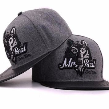 2017 Grey men hip hop baseball cap fitted flat brimmed hat bone snap back outdoor Embroidery Wolf snapback caps