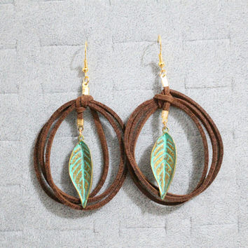 100% Handmade Women Bohemian Ethnic PU Leather Twisted Bronze Plated Leaf Drop Earrings Simple Design Vintage Dangle Earrings