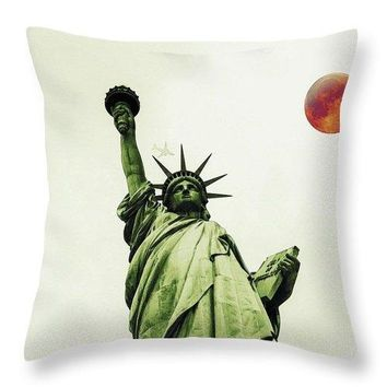 The Fool Blood Moon And The Lady Liberty - Throw Pillow