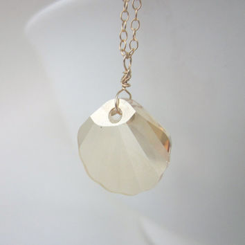 Gold Sea shell Necklace, Shell Necklace, Seashell, Sea shell jewelry, Beach Necklace, Beach Jewelry, Gold Filled, Gift for Her, Necklace,