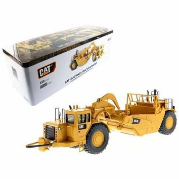 CAT Caterpillar 657 G Wheel Tractor Scraper with Operator High Line Series 1/50 Diecast Model by Diecast Masters