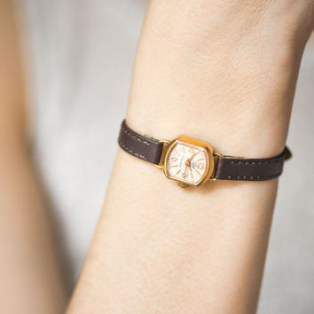 Tiny lady's watch Dawn, gold plated watch petite, retro wristwatch Dawn, classy timepiece gift her, rare watch, premium leather strap new