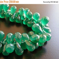 49% Off Sale Onyx Gemstone Briolette AAA Emerald Green Faceted 3d Teardrop 12.5 to 13.5mm 33 beads