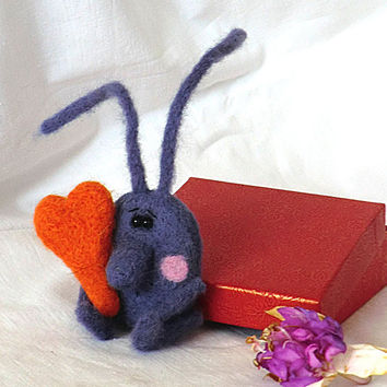 Needle felted brooch Brooch bunny Brooch felted Brooches and pins Handmade brooch Felt products Felt brooches Felt animals
