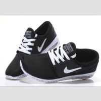 NIKE trend of sports shoes light running shoes Black(white hook)