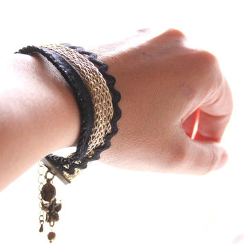 Flower Charm Ribbon Bracelet in Black and Sparkling Gold  - Colors of your life
