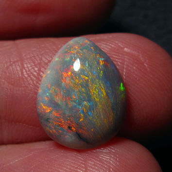 Lightning Ridge Opal Gem. Lovely rainbow colored stripes with bright red 3.15 Carats. 13.5 x 11 x 3.5mm N6 Grey Base
