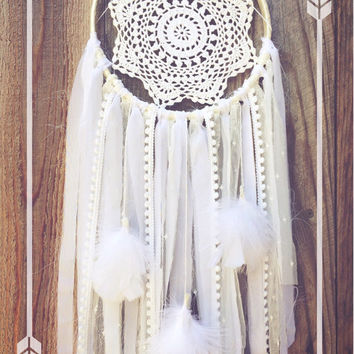 White Lace Crochet Doily Shabby Chic Boho Gypsy Feather Dreamcatcher // Nursery Decor // Home Decor // Wall Hanging