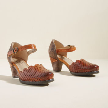 Unique Sweetness Leather Heel in Caramel