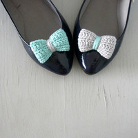 Opposites Attract. Crochet Bow Shoe.. on Luulla