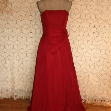 NWT Strapless Formal Red Formal Red Prom Dress Floor Length Gown Valentines Day Wedding Dress Bridesmaid Dress Small Medium Womens Clothing
