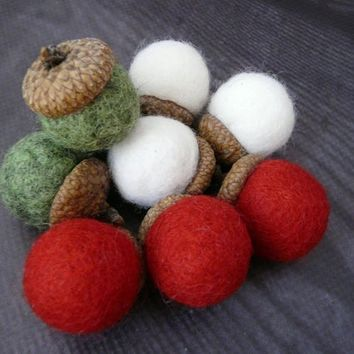 Set of 9 mix Felted acorn ornaments Wool Acorn Felt Balls Handmade gift DIY Garland Mobile Christmas Natural Home Decor Acorns Rustic green