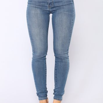 Booty Bounce High Rise Jeans - Medium Blue Wash