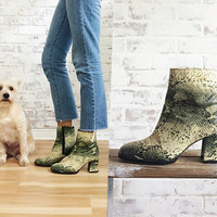 Vintage 1960's Faux Glam SNAKESKIN Desert Ankle Boots || Chunk Heel Beatle Boots || Zip Up || Size 6