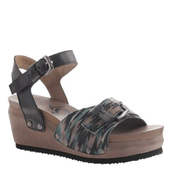 DANBURY in BLACK Wedge Sandals