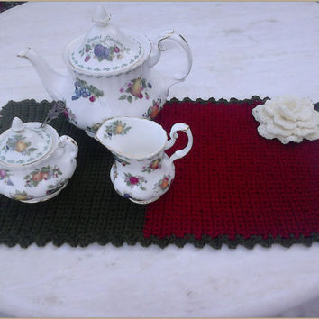 Placemat hot tea pot coaster, crochet, handmade with vanilla rose decoration, in deep red and olive green colors, ideal for table's center