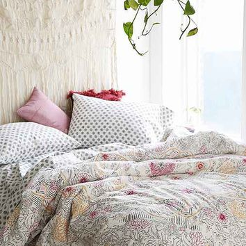Plum & Bow Eliza Hand-Drawn Medallion Comforter Snooze Set