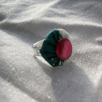 Adjustable Fabric Ring YoYo with Vintage Button by Mongella