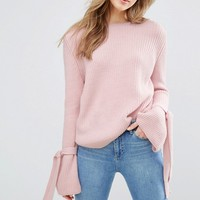 Miss Selfridge – Pullover mit Schnürung am Ärmel at asos.com